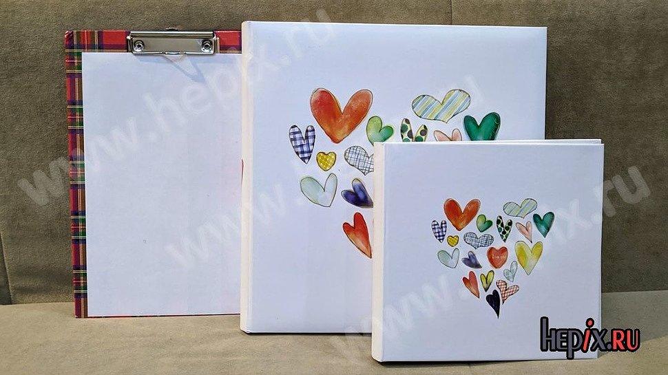 """Два фотоальбома """"Сердца"""" с белыми обложками"""