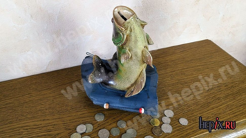 Копилка для монет в виде рыбы из керамики